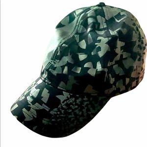 Excellent condition ladies graphic hat